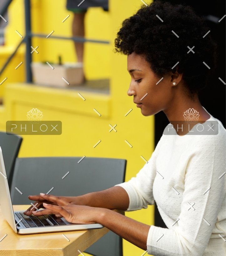 demo-attachment-21-attractive-young-woman-using-laptop-outside-P9RLFGU